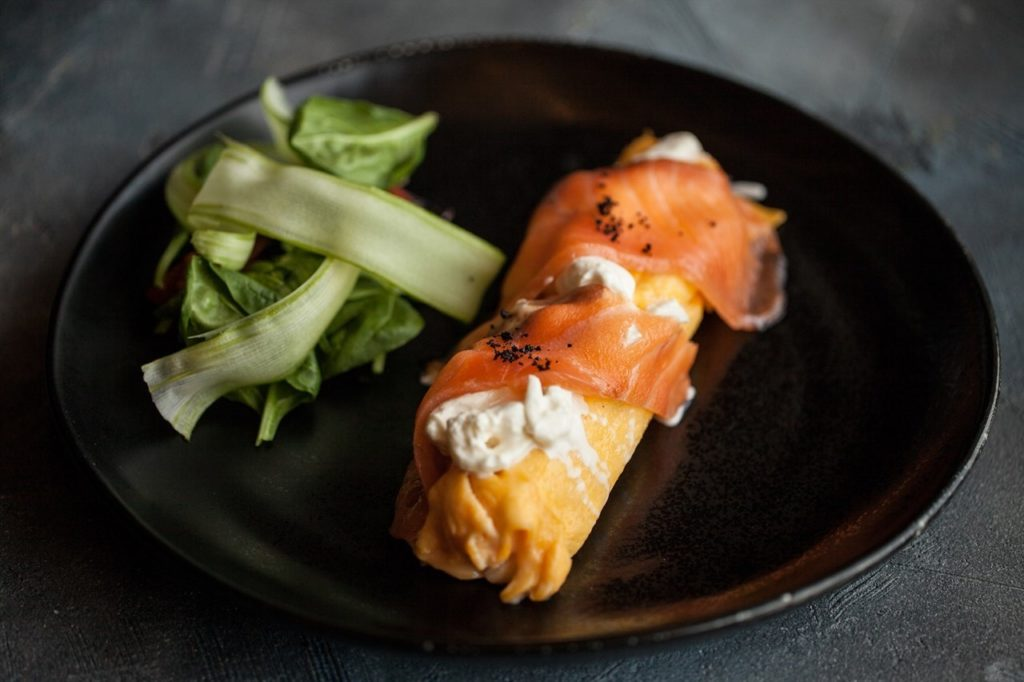 Omelet with salmon and stratilla