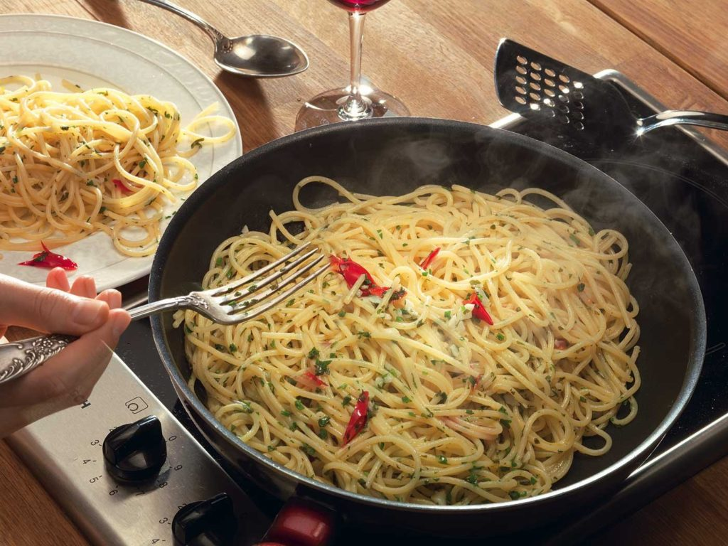 Spaghetti with garlic and butter