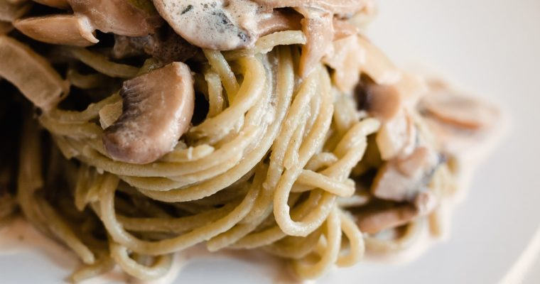 Fettuccine with mushrooms in cream sauce