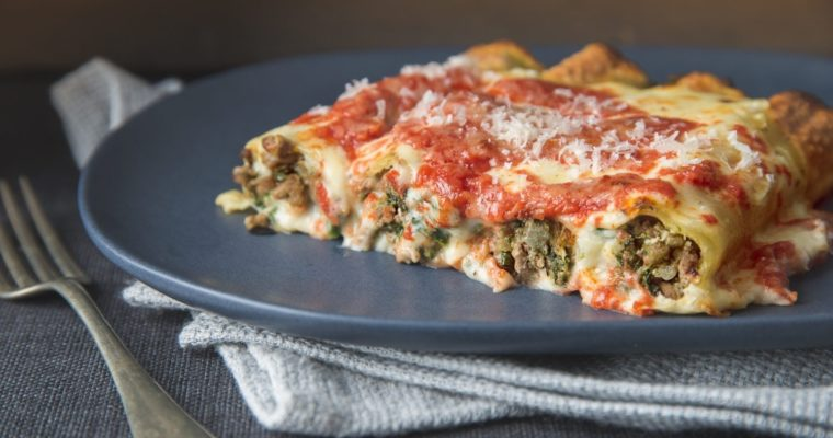 Cannelloni with white meat filling and red sauce