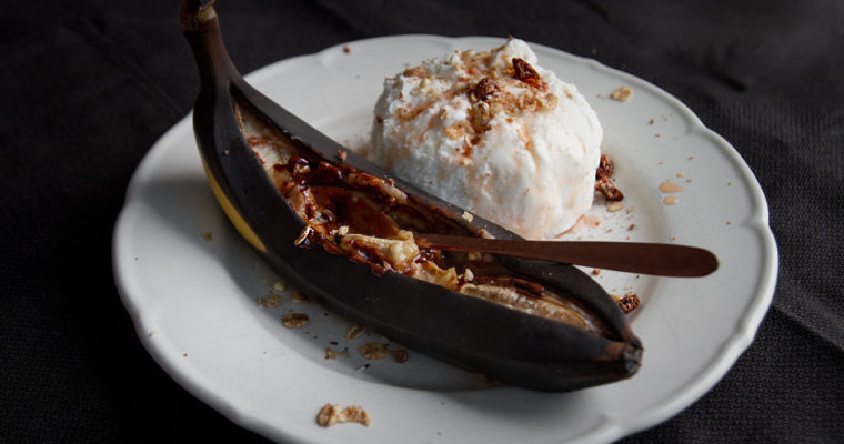 Grilled bananas with ice cream