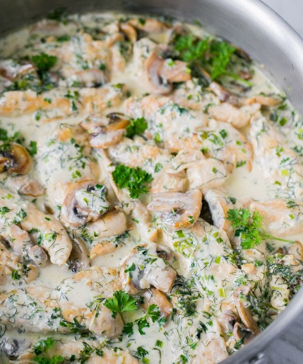 Creamy chicken breast with champignons