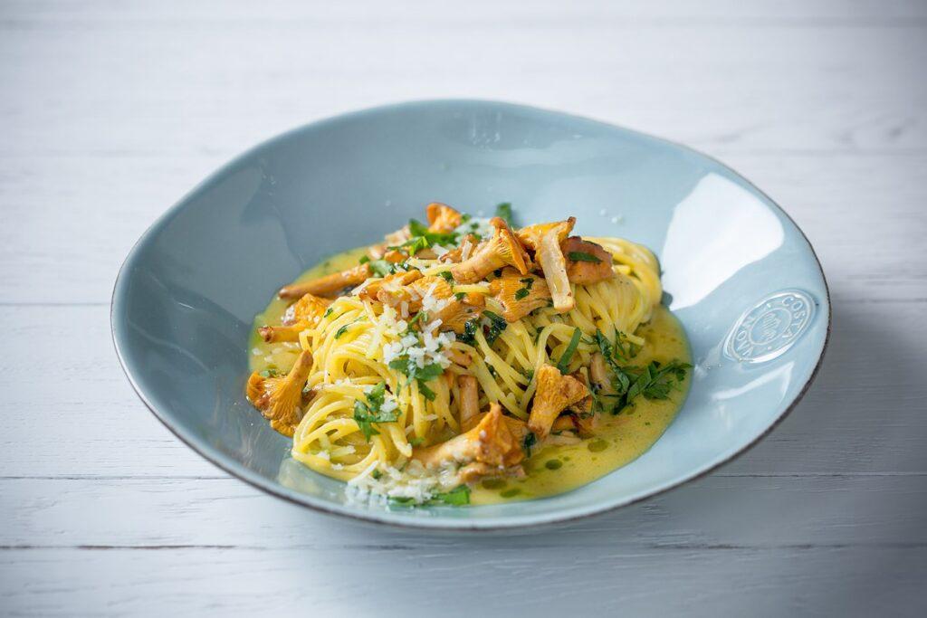 Spaghetti with chanterelles
