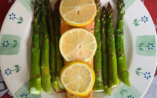 Lemon Garlic Salmon & Asparagus