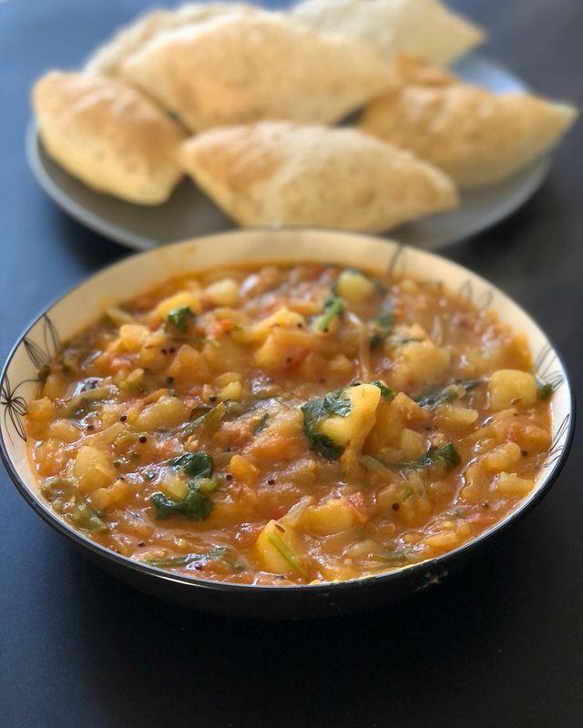 Poori And Aloo Tomato Curry