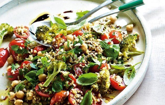 Freekeh, broccoli & chickpea salad