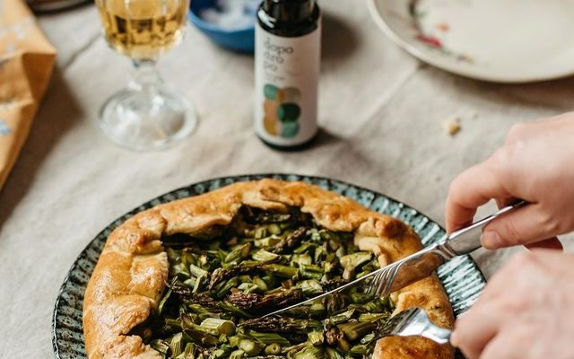 Galette with asparagus