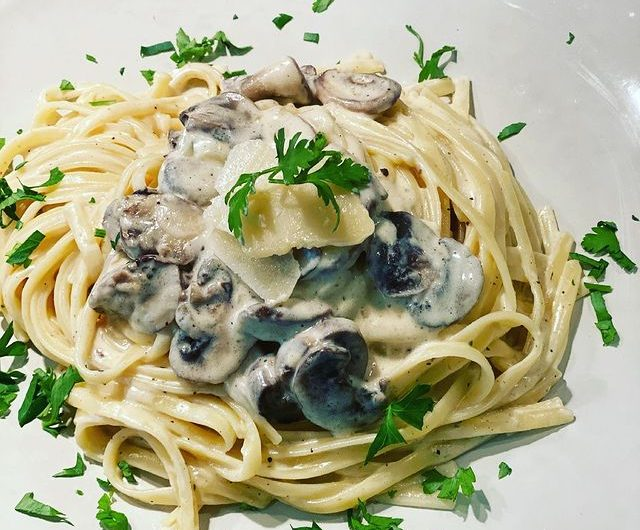 Pasta Alfredo With Champignons